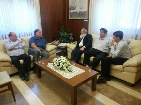 קידמו סוגיות חשובות בחיפה. בן דהן ויהב בפגישה (צילום: עושים עניין)