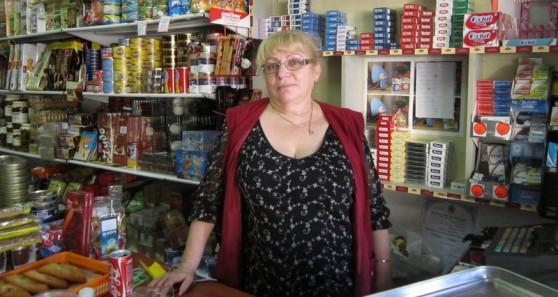 נינה בעלת החנות (צילום: תאיר פז)