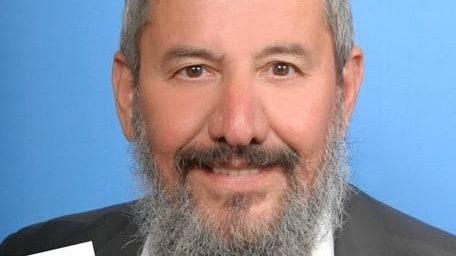 """שירות למשפחות אבלות. הרב משה קורקוס (צילום: יח""""צ)"""