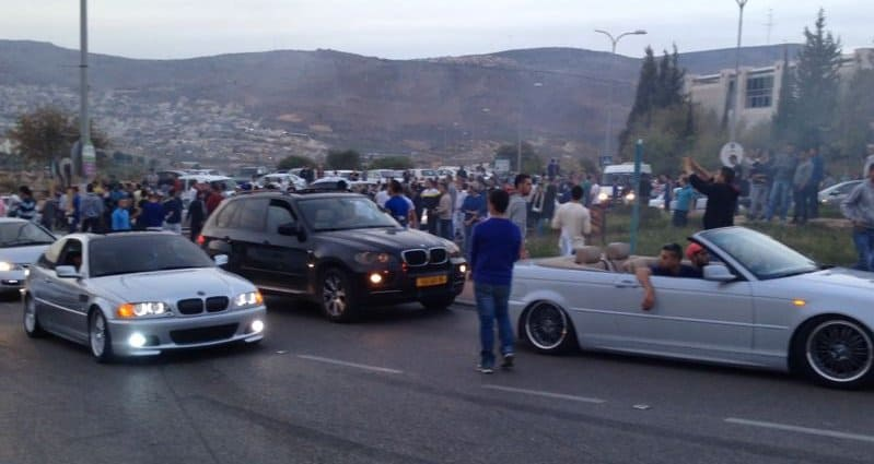 ההתקהלות בכיכר כרמים בואך חניון בראודה (צילום: גיל דהן)