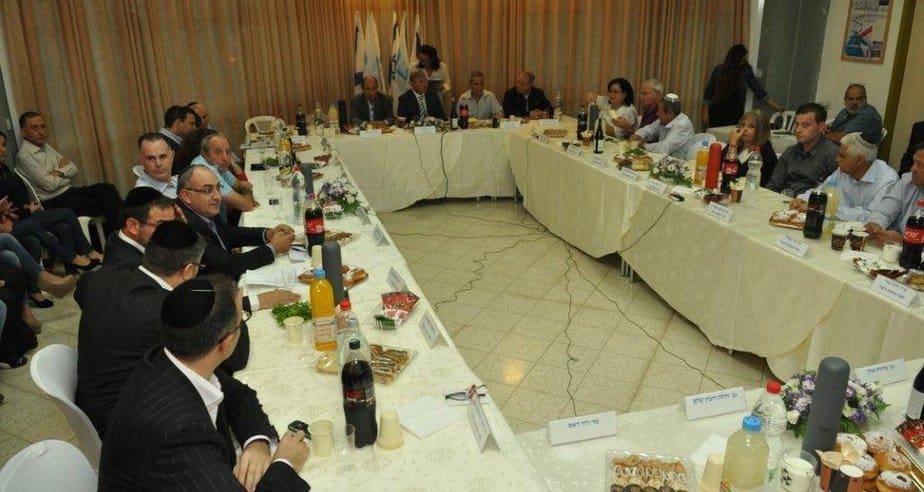 ישיבת המועצה הראשונה (צילום: רפי אסור)