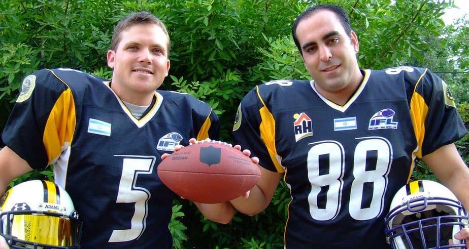 שי בן דוד (משמאל) ומאמן הקבוצה ורועי זיו (צילום: יניב לני)