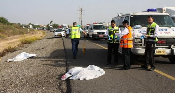 זירת התאונה בכביש החוף (צילום: שלומי גבאי)