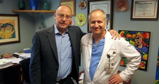 """ד""""ר ברהום עם ד""""ר ג'ף רוטנברג, מבית הספר לרפואה באוניברסיטת אינדיאנפוליס (צילום: דוברות)"""