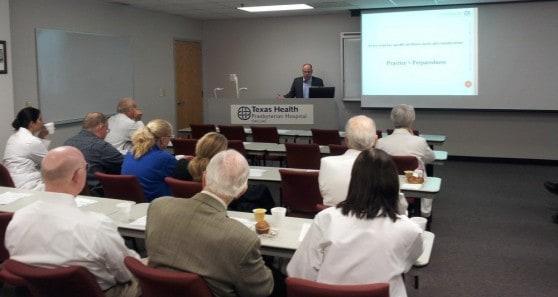 הרצאה לרופאים בבית חולים בדאלאס, טקסס (צילום: דוברות)