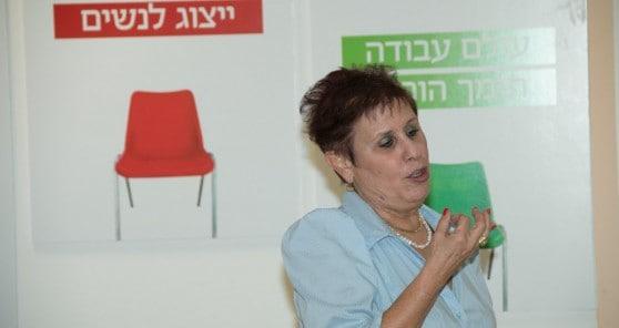 הרצאה של אורית עירון בנעמת (צילום: אלכס הובר)