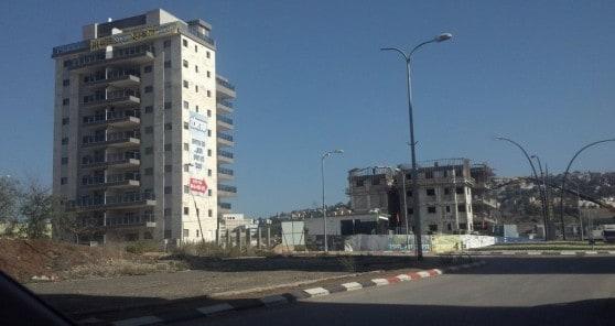 """בננין A בפרויקט """"ישראלה"""" לצד בניין B (צילום: יח""""צ)"""