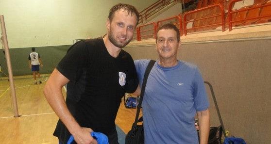 השחקן הזר הצטיין, המאמן הצטנע. אלכסיי סורוקלטוב ואורי שפירא (צילום: איסר רביץ)
