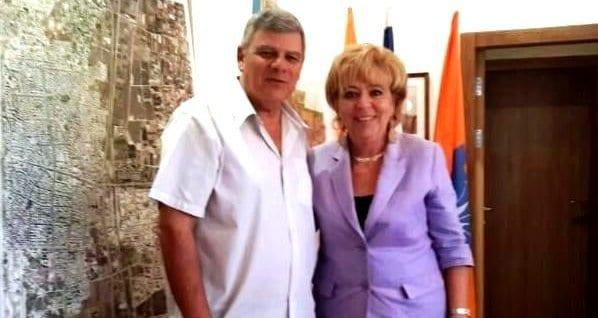 צביקה גנדלמן ומרים פיירברג-איכר (צילום: דוברות עיריית חדרה)