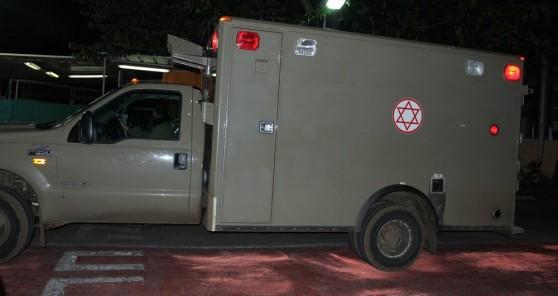 האמבולנס הצבאי בו הובהל החייל לבית החולים בנהריה (צילום: אדריאן הרבשטיין)