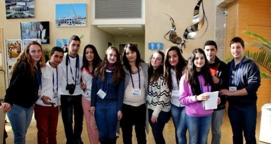 התנסו במגוון עבודות עיתונאיות. העיתונאים הצעירים (צילום: שלמה שרביט)