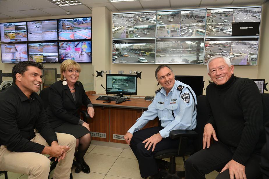 ראש העיר, מפכל המשטרה, מנכל העירייה וראש מינהל האכיפה- 1