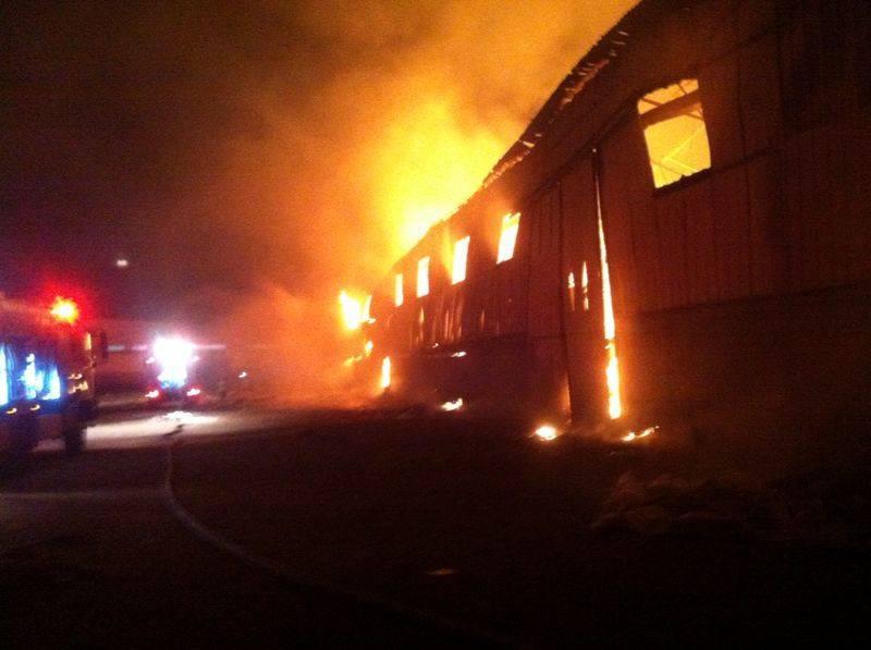 שריפה במחסן רהיטים בקרית ביאליק