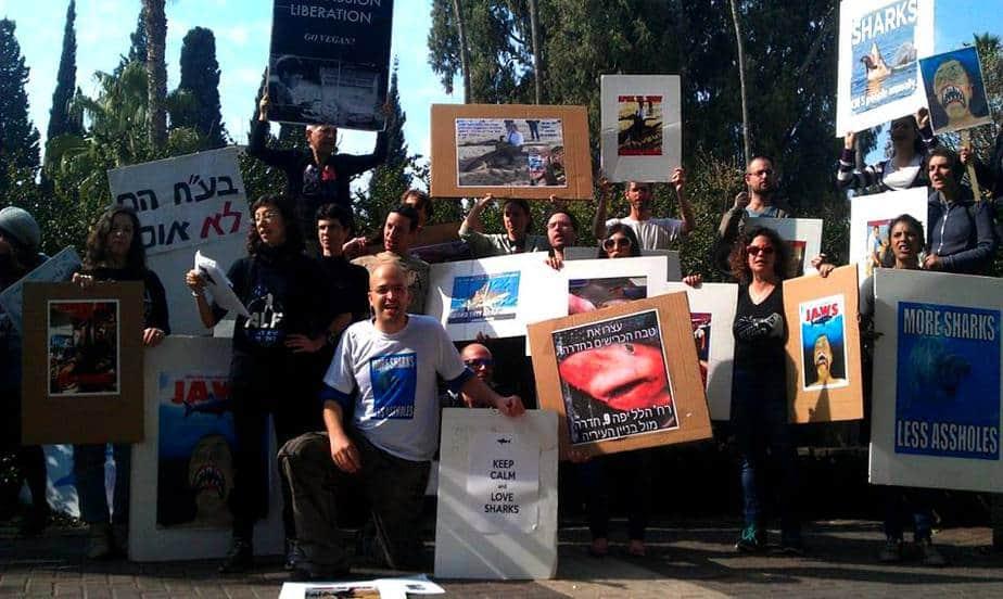 הפגנה נגד ציד כרישים בחדרה