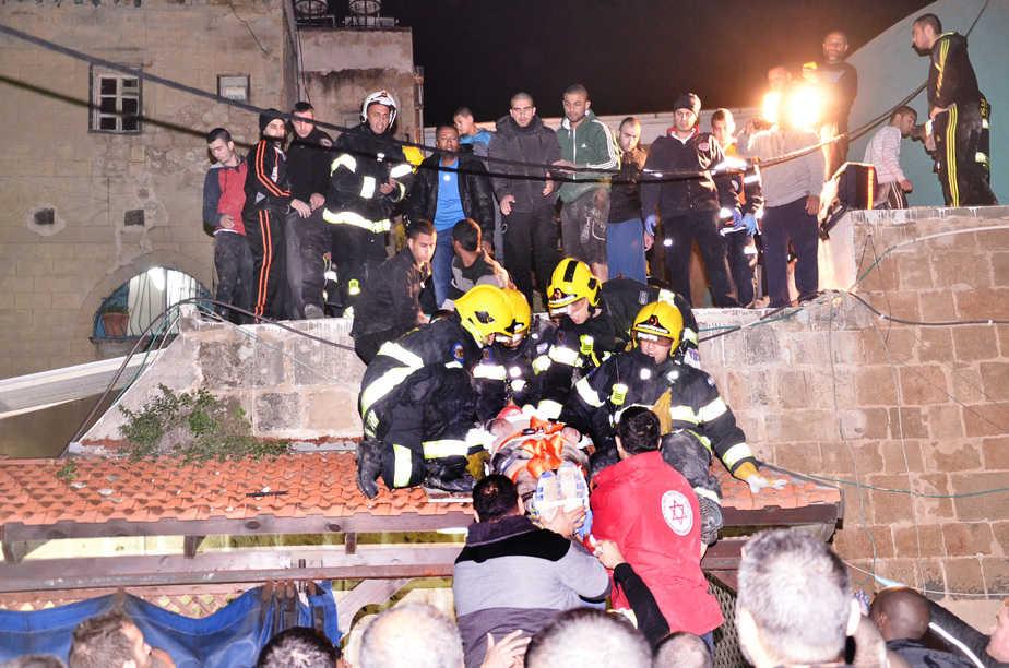 חילוץ פצועים בעכו