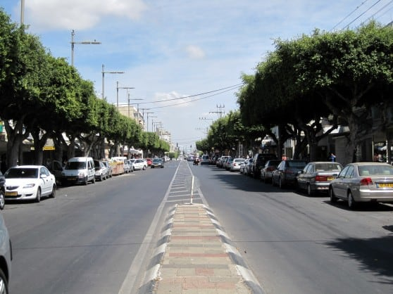 רחוב הרצל בנתניה (צילום: רותי ברמן)