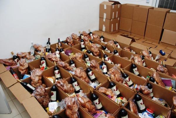 חבילות מזון לנזקקים. לתת מהלב