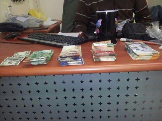שטרות של כסף שהוסלקו בדירה