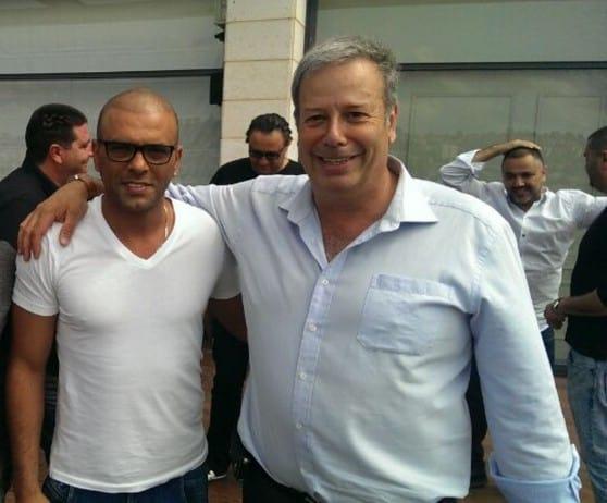 אייל גולן עם ראש העירייה הודח שמעון גפסו