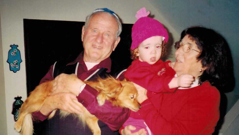 דב וגיטה אדלשטיין והנינה הדר (צילום עצמי)