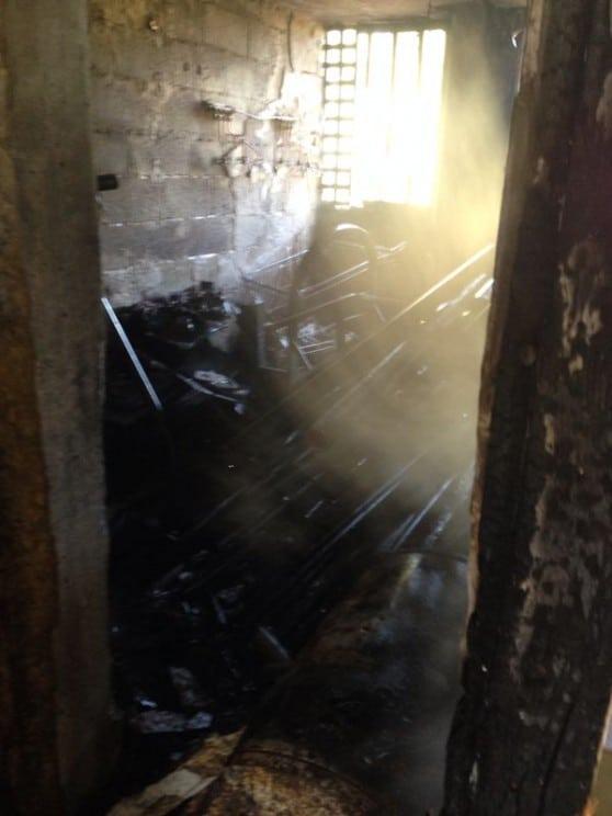 שריפה במחסן ברחוב טרומן  (צילומים: כיבוי אש מחוז חוף)
