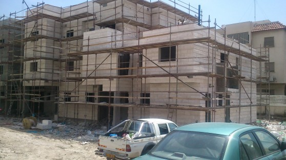 אתר הבנייה בפרויקט פינת אבן גבירול בקרית אתא
