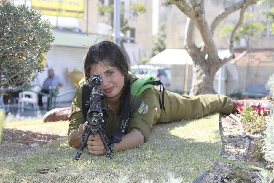 Efrat_Frank_Rebecca_the_sniper_18