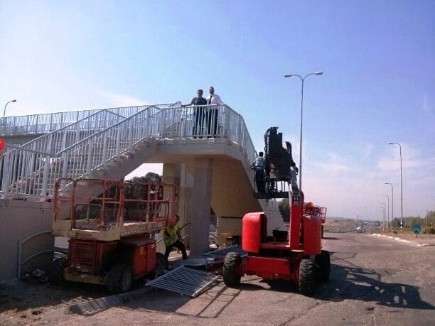 גשר מעל כביש החוף