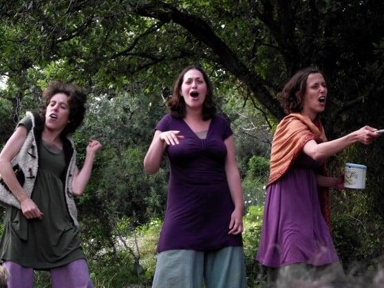 """""""גם גברים מתרגשים"""". מתוך ההצגה צילום: תיאטרון יער פשוט"""