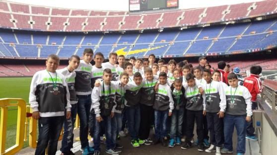חלום שהתגשם. שחקני כרמיאל באצטדיון קמפ-נואו בברצלונה