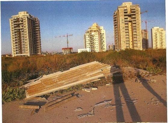 פסולת אסבסט מול בתי תושבים