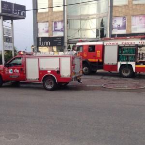 כוחות כיבוי גדולים בשריפה שפרצה במפעל לחומרי בניין