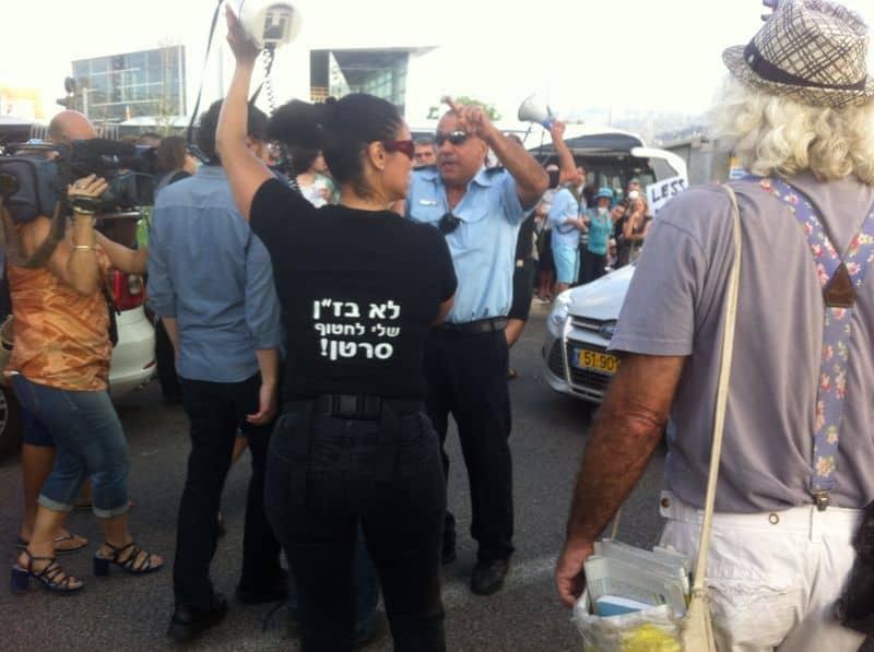 """מחאה נגד בז""""ן."""