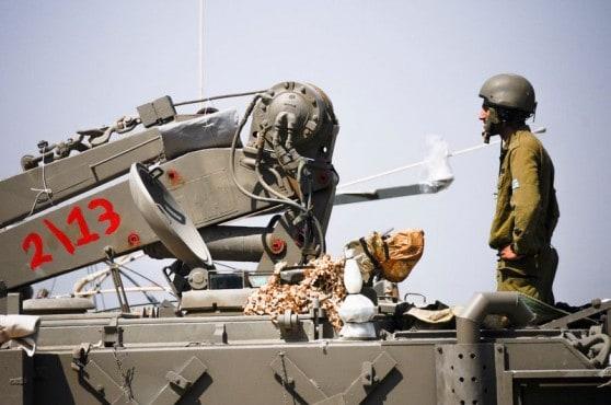 """הערכות כוחות צהל בגבול רצועת עזה (צילום: דו""""צ)"""