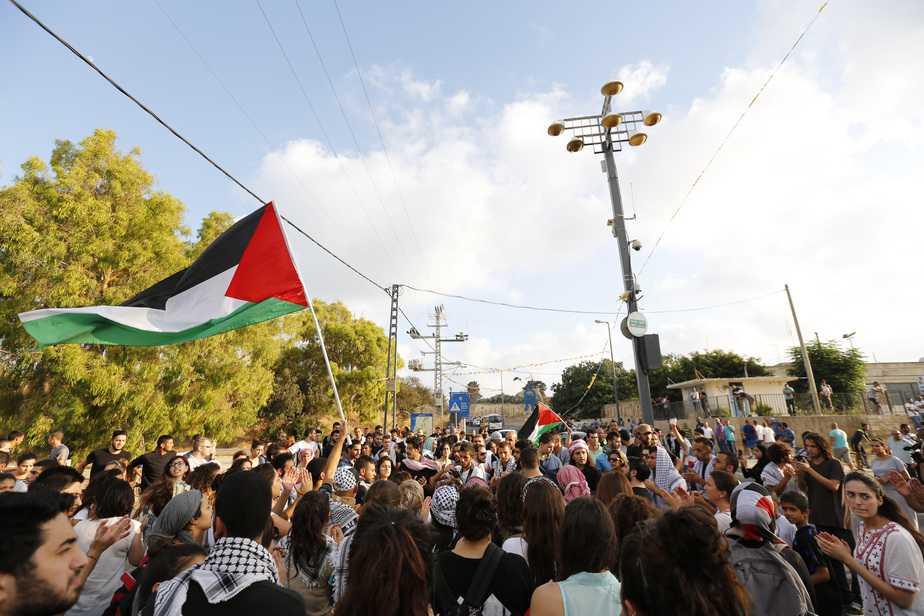 הפגנה בכיכר התותח בעכו (צילום: אמיר עמל)