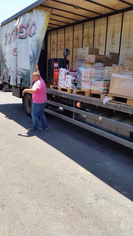 מכל טוב. משאית של סופרמרקט חוף הדקל (צילום: עצמי)