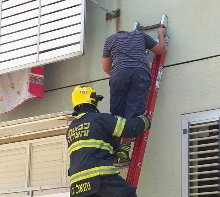 חילוץ ילד מהחלון בכרמיאל