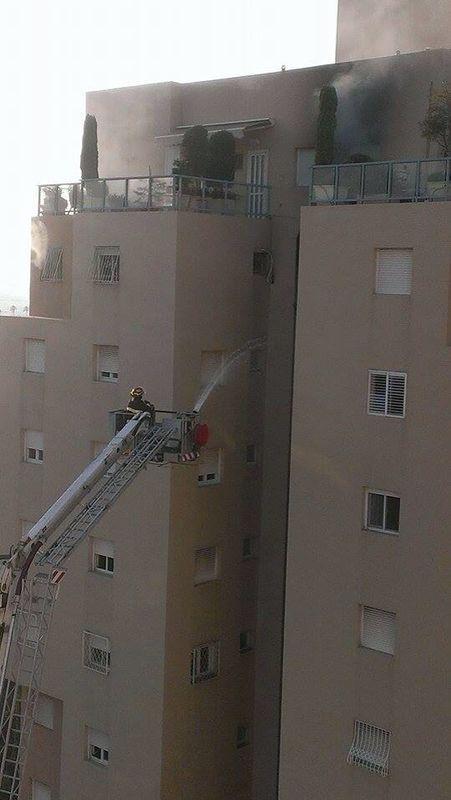 שריפה ברבי קומות בקרית ים (צילום חטיבת דוברות המשטרה)