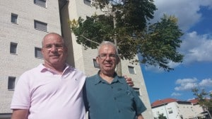 """מנהל השיווק אוריאל רייניץ (משמאל) ומנכ""""ל אגדים הרצל קהת"""