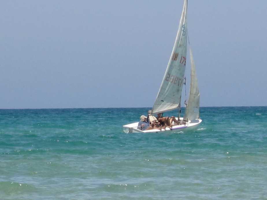סירה קטנה  צילום רותי ברמן