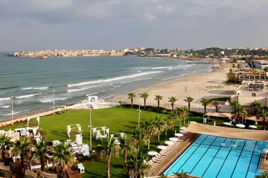 ראשי העיר הגרמנים יעשו חיים ליד הים. מלון חוף התמרים בעכו. צילום:גל פלוטניקוב