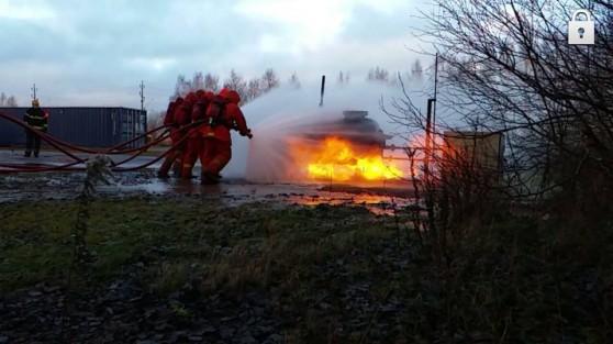 מתרגלים התמודדות עם חומרים מסוכנים.לוחמי האש. צילום: דוברות הרשות הארצית לכיבוי והצלה