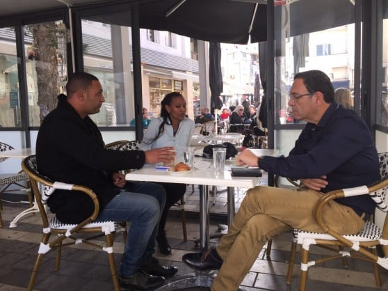 שר החינוך שי פירון עם חברי מועצת העיר בנתניה (צילום: רותי ברמן)