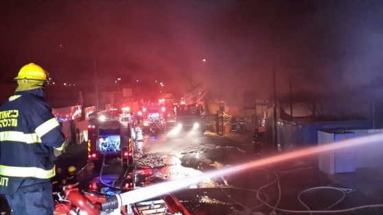 שריפה באזור התעשייה בצור שלום ( צילום: כיבוי אש מחוז חוף)