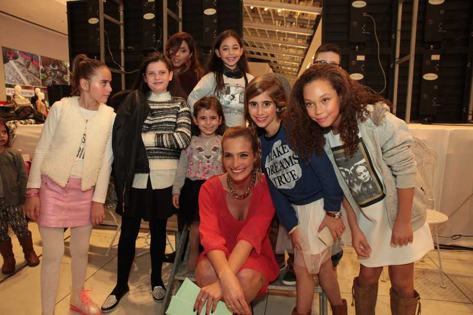 אילנית לוי עם הדוגמנים הצעירים (צילום: לודה ריינליב )