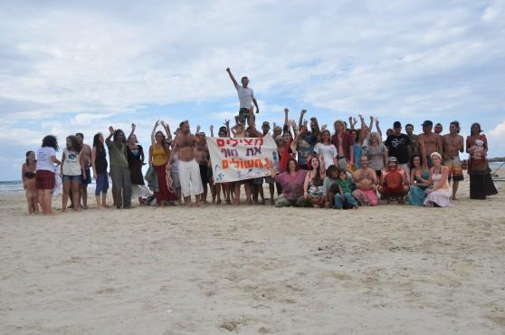 מצילים את חוף נחשולים (צילו:ם מגמה ירוקה)