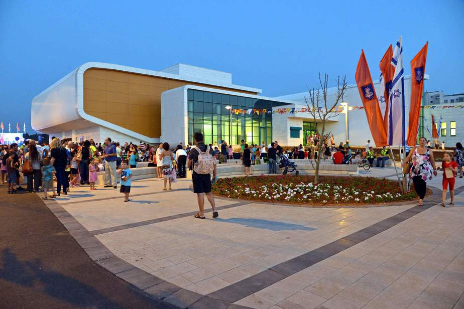 מרכז קהילתי קרית השרון בנתניה (צילום : רן אליהו)