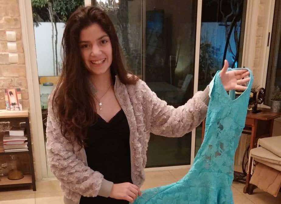 גאיה עם שמלה למסירה (צילום: עצמי)
