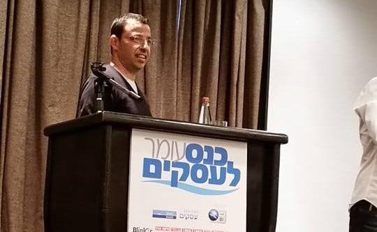 רביב דרוקר בכנס עומר לעסקים (צלום: רותי ברמן)