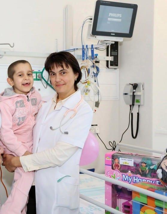 """מאלק עם ד""""ר אירנה זיידמן, מנהלת יחידת השתלות מח עצם (צילום: פיוטר פליטר)"""
